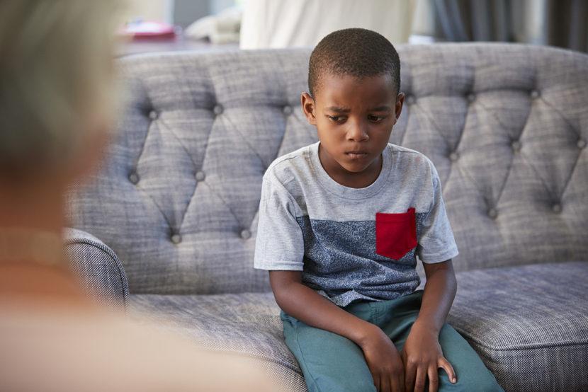 Menino na terapia infantil